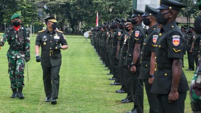 Pelantikan bintara TNI AD Program Otsus di Lapangan Kodam Diponegoro