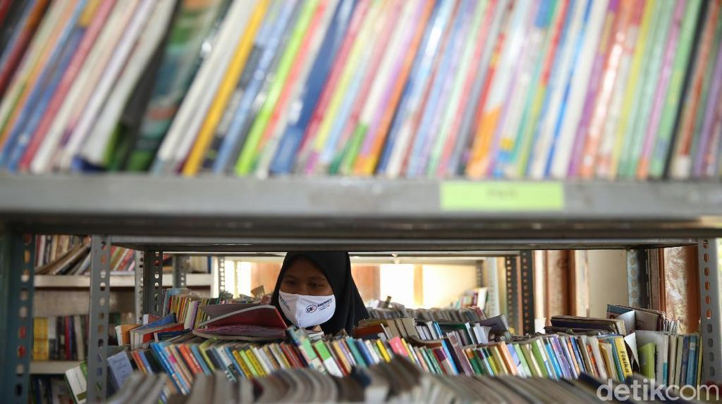 Kemendikbudristek Cetak Ratusan Buku Judul untuk Tingkatkan Literasi Anak