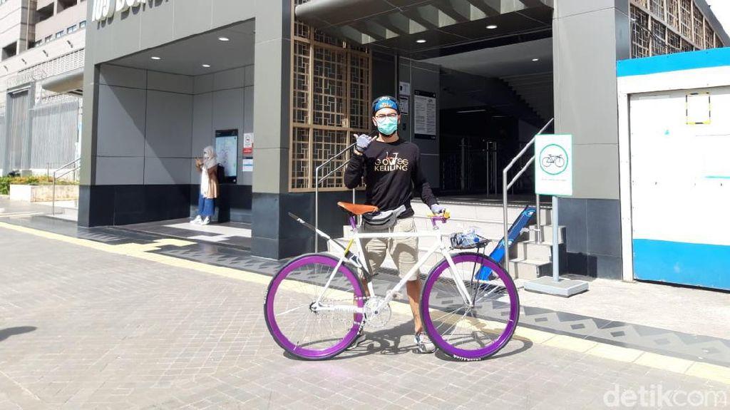 Pengguna Sepeda Nonlipat Terbantu Bisa Naik MRT, Usul Disediakan Lift