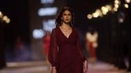 Digelar Saat Pandemi, Uniknya Fashion Show Drive-in di Pekan Mode India 2021