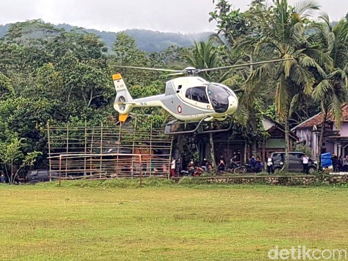 Ridwan Kamil naik helikopter saat resmikan jembatan penghubung Sukabumi dan Cianjur