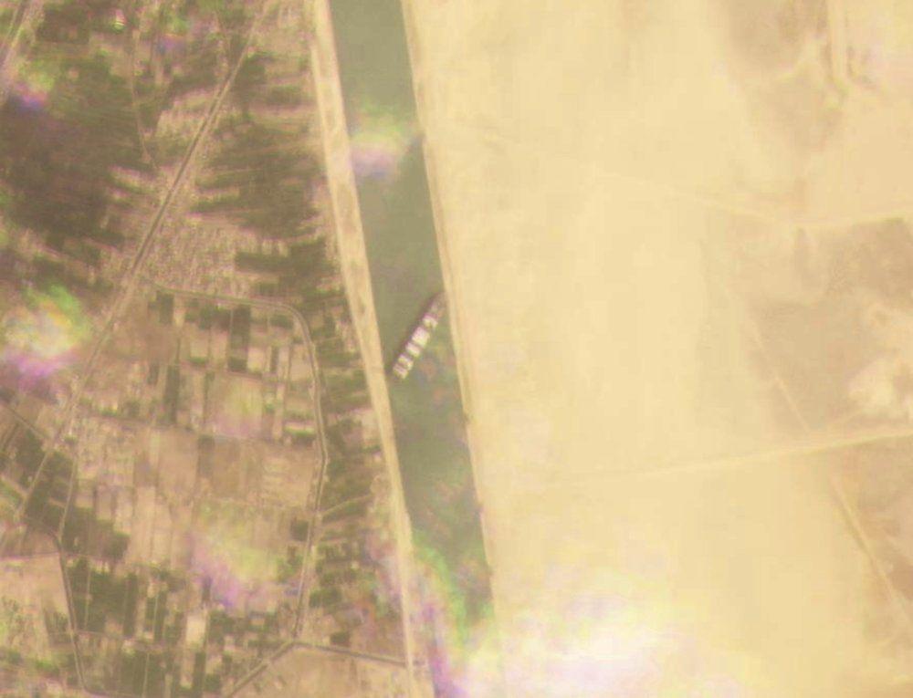 Terusan Suez Macet, Penyebabnya Kapal Kontainer Kandas