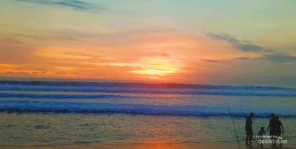 Pantai Kuta dengan latar Samudera Hindia.
