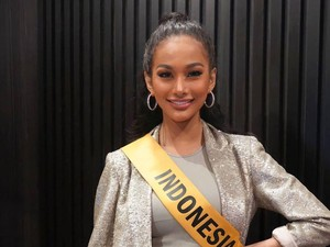 Gaya Seksi Aurra Kharisma di Preliminary Miss Grand International 2020