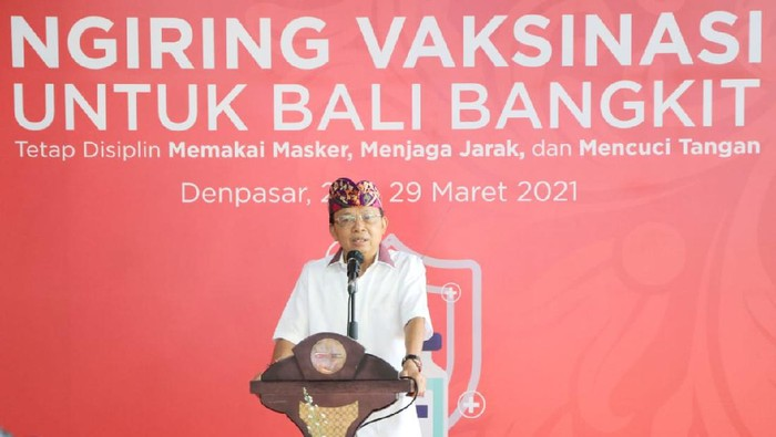 Gubernur Bali Wayan Koster menghadiri pelaksanaan vaksinasi COVID-19 di Kantor Otoritas Jasa Keuangan (OJK) Regional 8 Bali dan Nusa Tenggara (Foto: Dok Pemprov Bali)