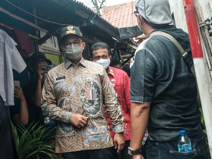 Gubernur DKI Jakarta Anies Baswedan saat mendatangi lokasi kebakaran di Matraman yang menewaskan 10 orang