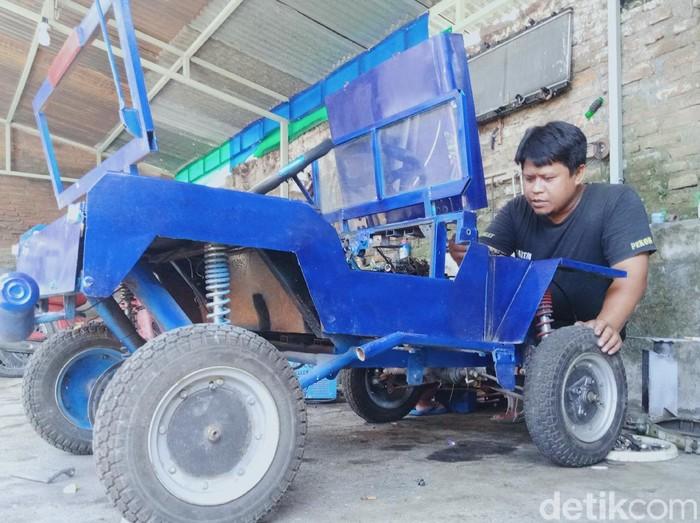 Jeep Mini Hasil Modifikasi warga klaten dibuat dari mesin motor bekas.
