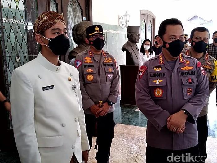 Kapolri Jenderal Listyo Sigit Prabowo bersama Wali Kota Solo Gibran Rakabuming Raka di Loji Gandrung, Kamis (25/3/2021).