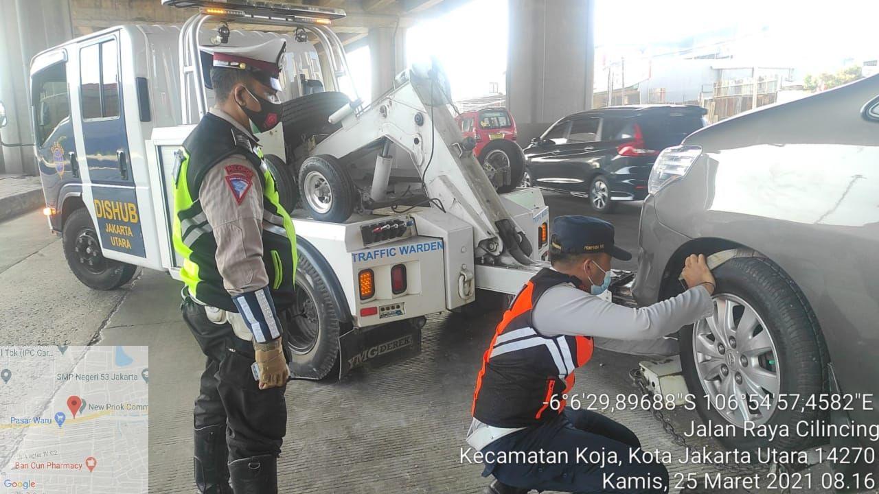 Lagi-lagi! Pembatas Jl Raya Cilincing di depan NPCT 1 ini bikin celaka, 25 Maret 2021. (Dok Sudinhub Jakut)