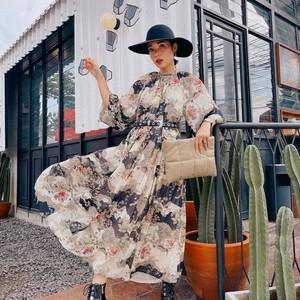 5 Cara Stylish Pakai Maxi Dress, Salah Satu Tren Fashion 2021