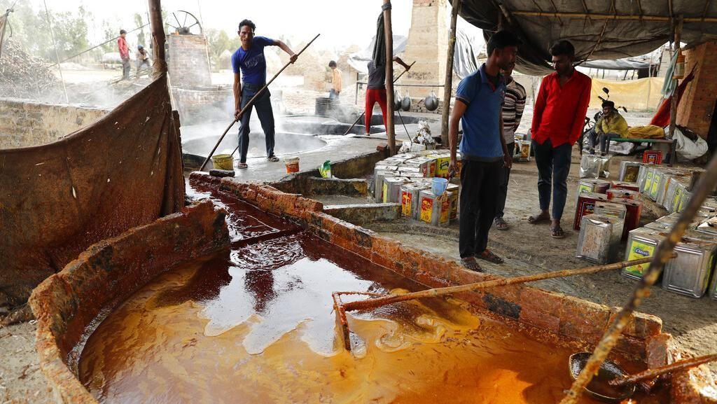 Mengintip Pabrik Gula Merah Tradisional India