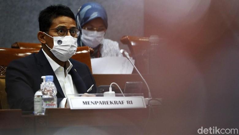 Komisi X DPR RI menggelar rapat Kerja (raker) dengan Menteri Pariwisata dan Ekonomi Kreatif/Badan Pariwisata dan Ekonomi Kreatif Republik Indonesia, di ruang Komisi X Gedung Parlemen, Senayan, Jakarta, Kamis (25/03/2021).