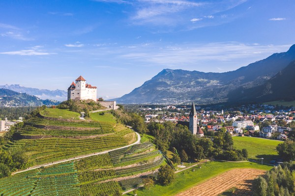 Liechtenstein menjadi salah satu negara terkecil di dunia. Luasnya hanya 160 km persegi di Pegunungan Alpen. (Getty Images)