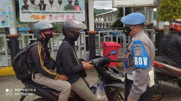 Otoritas Pelabuhan Lembar bersama TNI dan Polri meningkatkan pemeriksaan penumpang yang keluar masuk Pelabuhan Lembar, Lombok Barat