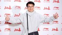 Penampakan Wajah Jackie Chan yang Menua, Bikin Netizen Terkejut
