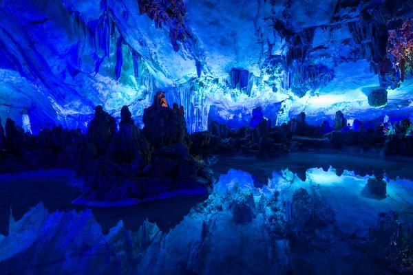 Reed Flute cave ditemukan pertama kali oleh tiga orang petani yakni, Ru Ming Yuan, Shi Che Ming, dan De Chung pada 1171. (Getty Images/iStockphoto)
