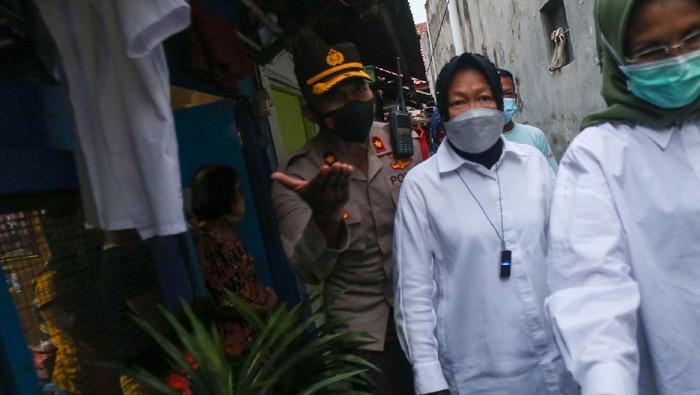 Risma tiba di Jl Pisangan Baru III, Matraman, Jakarta Timur, Kamis (25/3/2021) pukul 17.52 WIB.