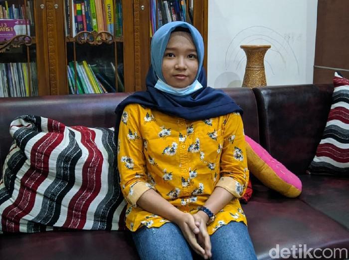 Nama Rizqi Nabila Ramadhani tengah menjadi pemberitaan. Ia merupakan salah satu peserta termuda yang lolos SNMPTN 2021 di Universitas Airlangga (Unair) Surabaya.