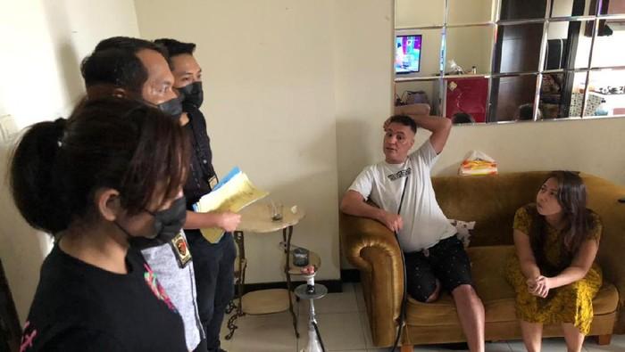 Satgas TPPO Bareskrim Polri tangkap pria Irak dan perempuan Indonesia penyalur TKI ilegal