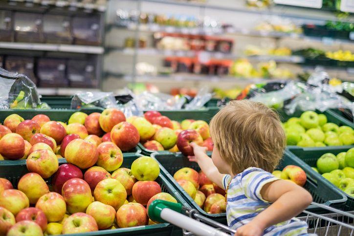 Sedih! Ibu Ini Tak Mampu Belikan Sebutir Apel untuk Anaknya