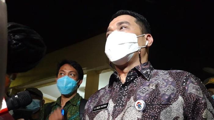 Wagub DKI Jakarta Riza Patria Kunjungi Korban Kebakaran Matraman