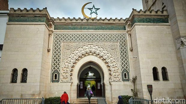Grand Mosque menjadi masjid ikonik di Paris. Kini muncul perdebatan terkait rencana membangun sebuah masjid di wilayah Strasbourg dengan dana publik.