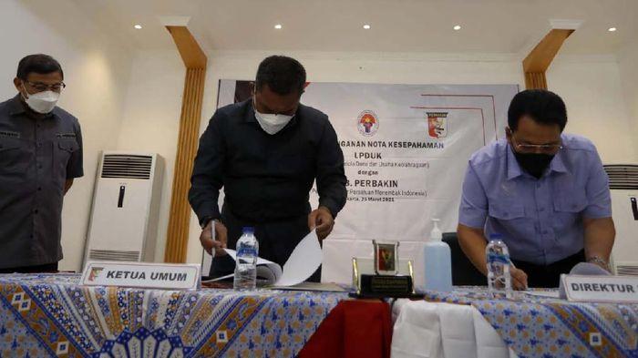 PB Perbakin menjalin kerja sama dengan Lembaga Pengelola Dana dan Usaha Keolahragaan (LPDUK) Kemenpora. Diharapkan Cabor menembak makin berprestasi.