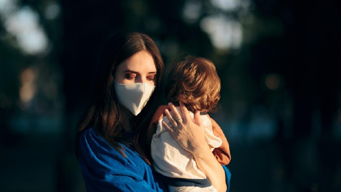 Mom feeling anxious for the future during pandemic health crisis