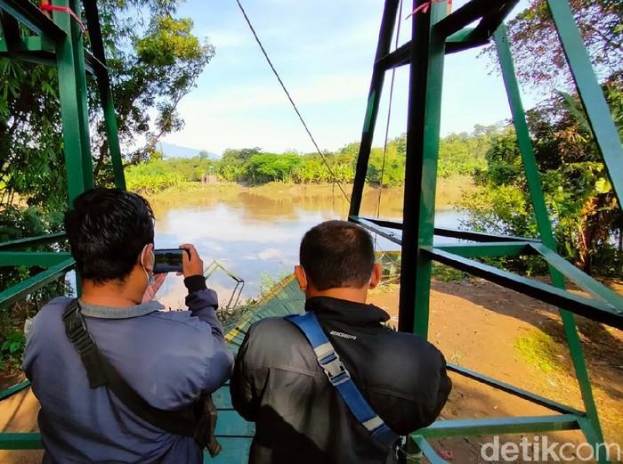 Baru 15 Hari Diresmikan, Jembatan Gantung Majalengka ...