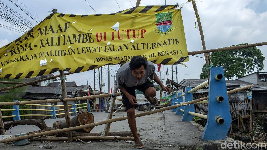 Jembatan Rusak di Kabupaten Bekasi Menanti Diperbaiki