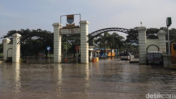 Kantor Dishub Bandung terendam banjir