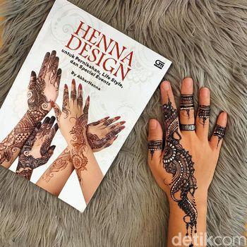 Kisah inspiratif pria yang menekuni dunia henna.