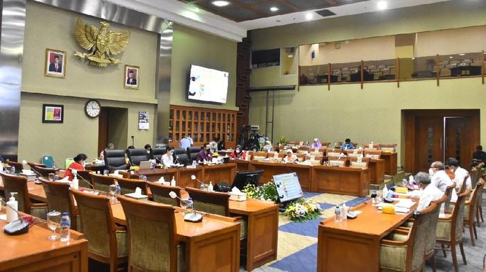 Komisi IX saat rapat kerja bersama BP2MI (dok BP2MI)