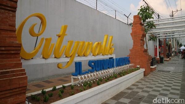 Kudus City Walk digadang-gadang menjadi layaknya Malioboro di Yogyakarta. Lokasinya berada di Jalan Sunan Kudus, kawasan itu diharapkan menjadi jujugan wisatawan untuk berbelanja di Kota Kretek.