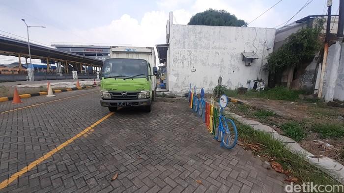 Lokasi rak parkir sepeda di Stasiun Kranji, 26 Maret 2021. (Afzal NI/detikcom)