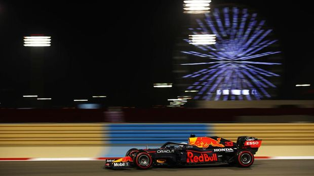 BAHRAIN, BAHRAIN - MARCH 26: Max Verstappen of the Netherlands driving the (33) Red Bull Racing RB16B Honda on track during practice ahead of the F1 Grand Prix of Bahrain at Bahrain International Circuit on March 26, 2021 in Bahrain, Bahrain. (Photo by Bryn Lennon/Getty Images)