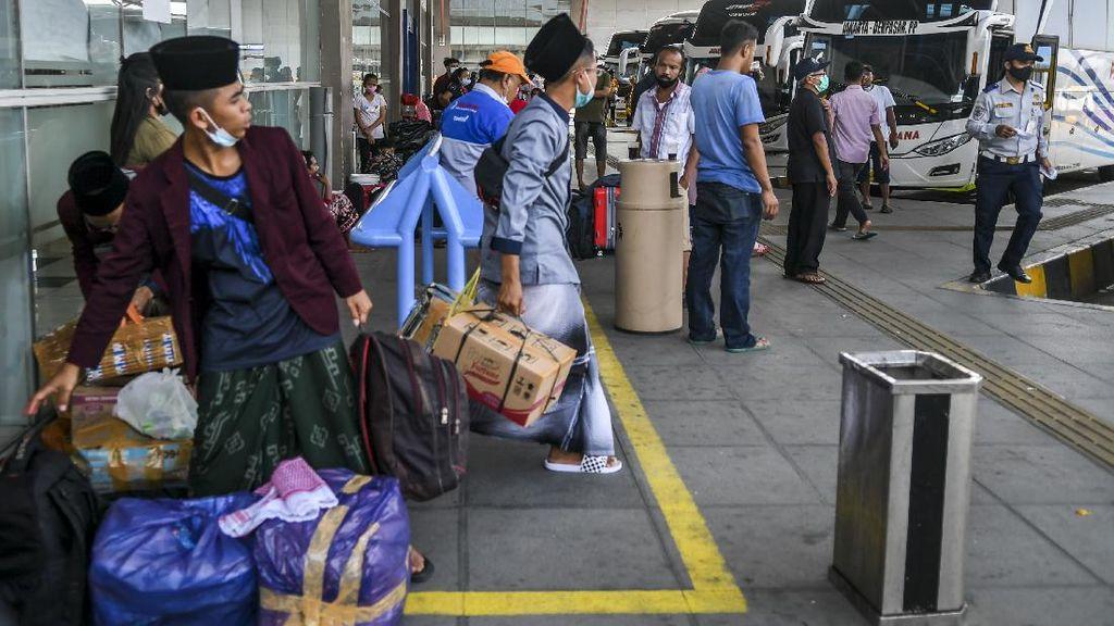 Masyarakat Mulai Buru Tiket Pulang Kampung H-1 Mudik Dilarang