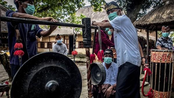 Oleh karena itu, guna membangkitkan sektor pariwisata termasuk di Lombok, pemerintah telah meluncurkan kampanye Gerakan Nasional Bangga Buatan Indonesia (Gernas BBI) dan Bangga Berwisata Indonesia (BWI) bertajuk Eksotisme Lombok.