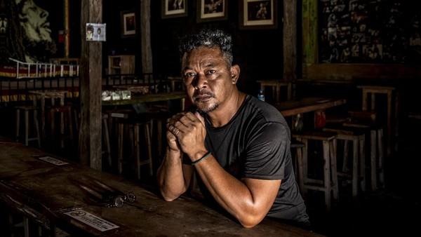 Pandemi COVID-19 sangat berimbas pada sektor pariwisata tak terkecuali di Nusa Tenggara Barat ini. Banyak pelaku usaha di daerah tersebut yang mencoba tetap mencoba bertahan meski tanpa pemasukan karena sangat sepinya kunjungan wisatawan.