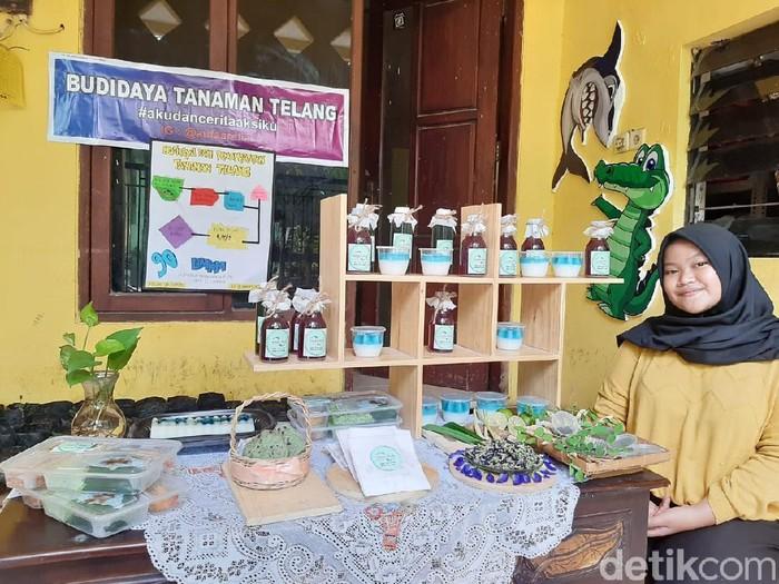 Saat pandemi COVID-19, bercocok tanam merupakan salah satu hobi yang banyak digemari. Seperti yang dilakukan Aufaarelia (14), siswi SMPN 22 Surabaya.