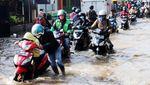 Sungai Meluap, Jalan Raya Sapan Tegalluar Tergenang