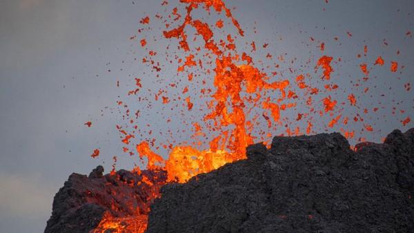 Menurut seorang pejabat pelabuhan Grindavik, Sigurdur Kristmundsson, penduduk setempat sangat senang dengan letusan tersebut.