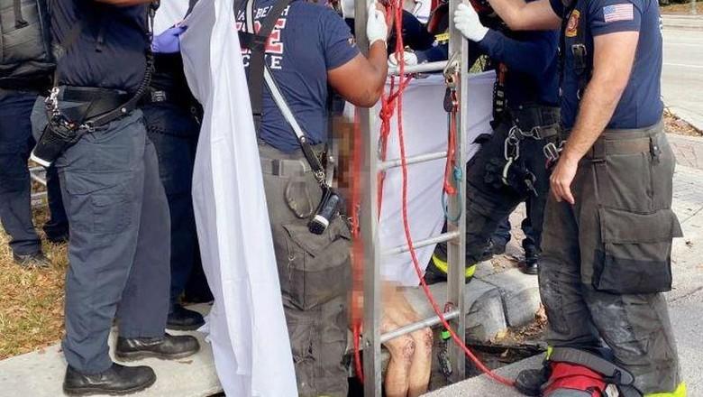 Wanita Bugil Ditemukan di Gorong-gorong
