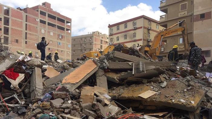 Sebuah gedung apartemen di Kairo, Mesir, runtuh. Insiden tersebut menewaskan sedikitnya 5 orang.