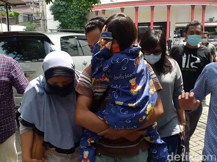 Nesa Alana Karaisa atau Ara, bocah 7 tahun yang dikabarkan hilang sudah ditemukan di Pasuruan. Ara diketahui dibawa pergi oleh bibinya sendiri.