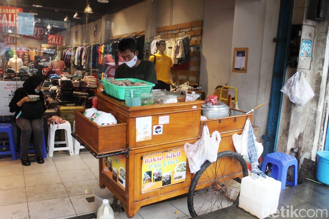 bakso kikil pak jaka yang berada di Suryakencana, Bogor.