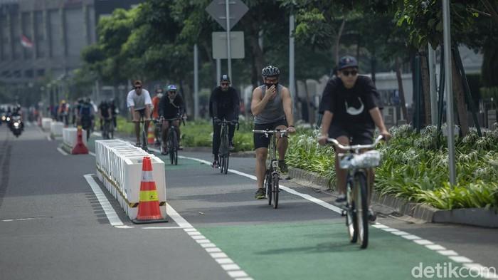 Komunitas sepeda road bike meminta dispensasi waktu tertentu untuk jenis road bike dapat menggunakan jalur kendaraan bermotor di Jalan Sudirman-Thamrin.