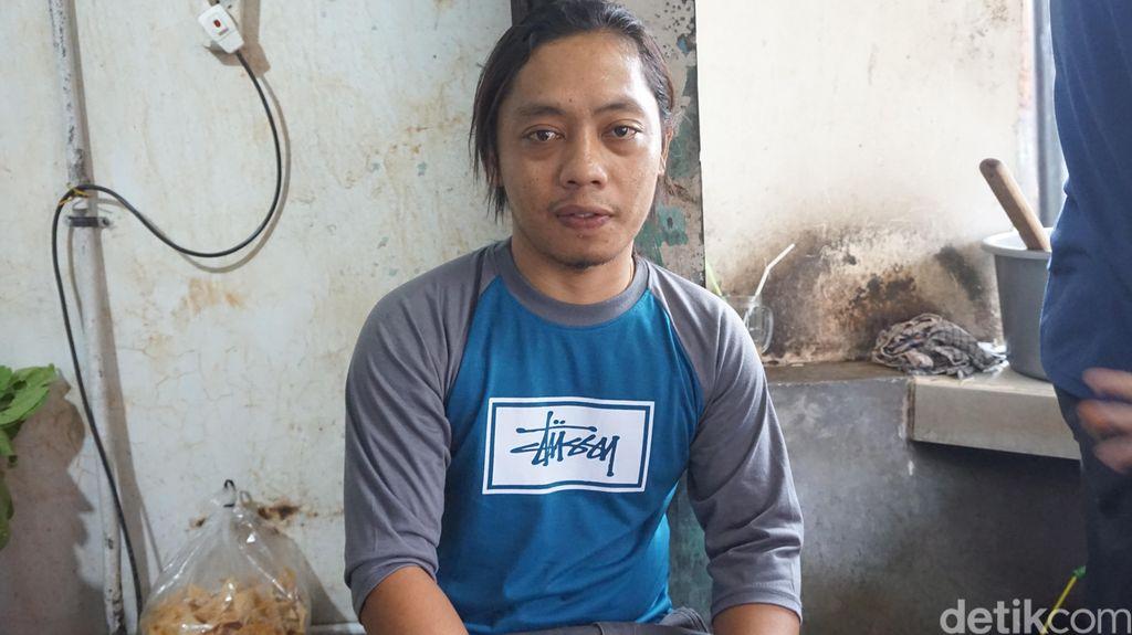 Kisah Naryo 'Pak Pendek' Jual Bakso Gerobakan hingga Buka Cabang