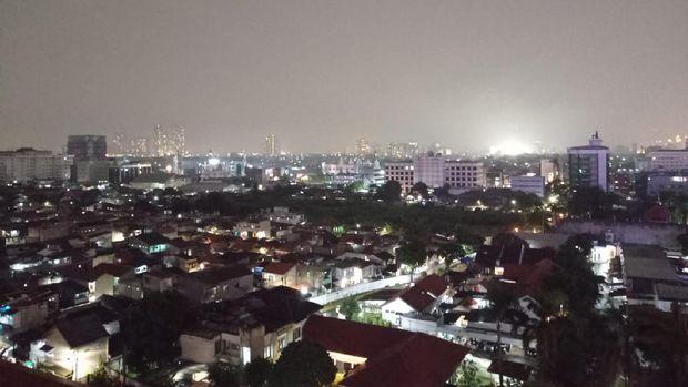 Kondisi DKI Jakarta Sabtu (27/3/2021) malam. Foto diambil pukul 20.38 WIB