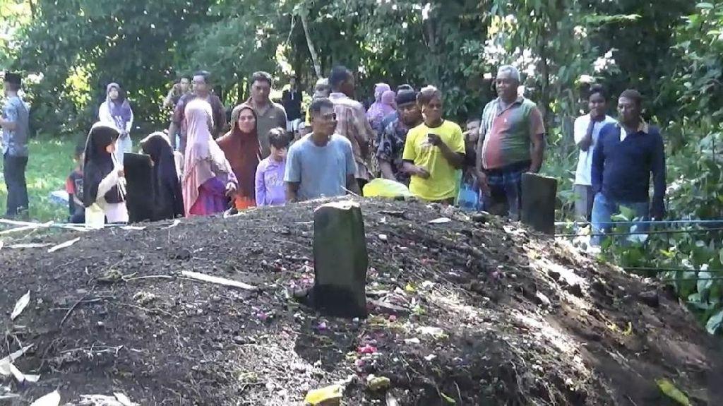 Tak Ada Nama di Nisan Kuburan yang Menggelembung di Sumbar